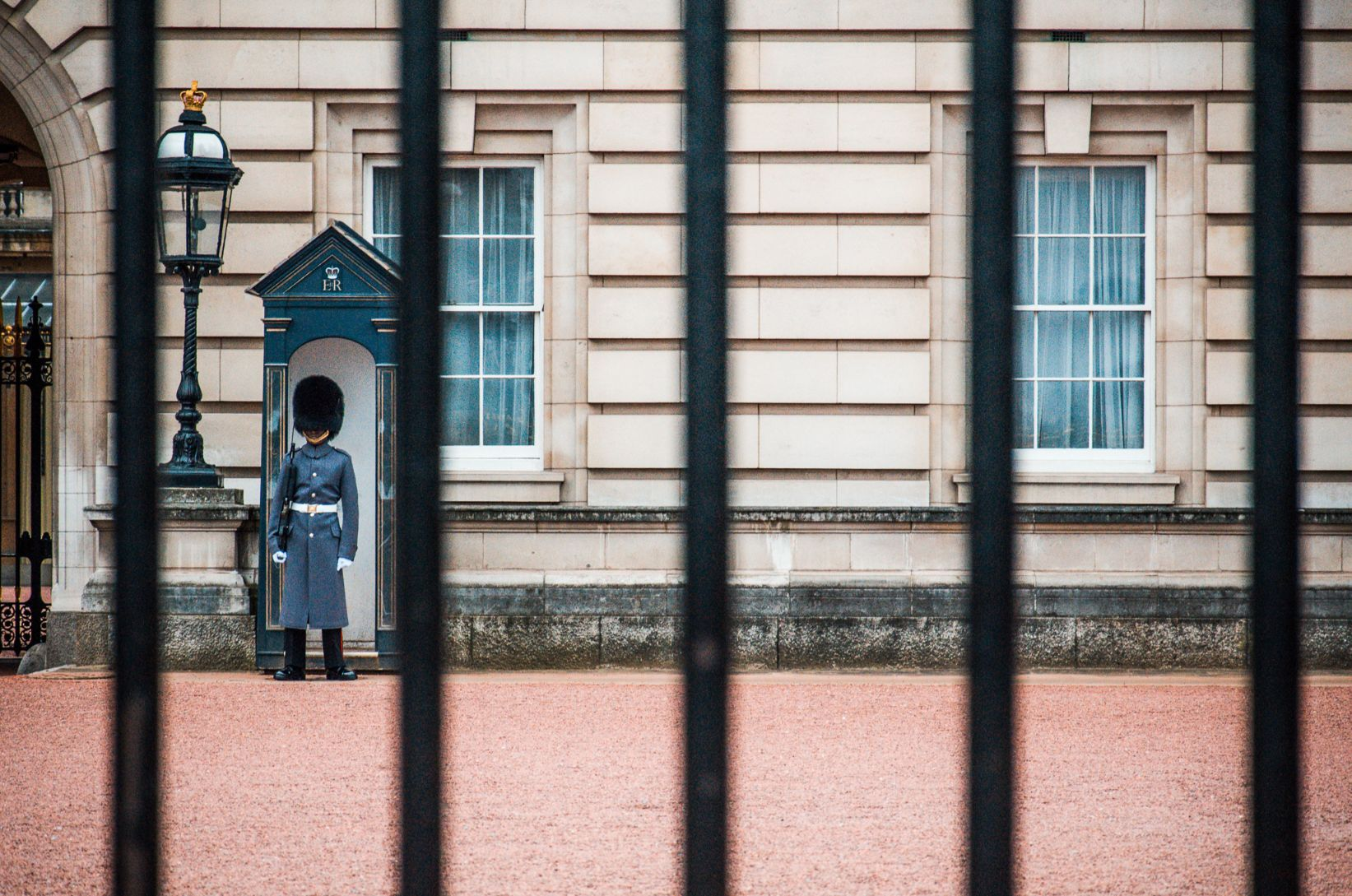 Guard standing outside of Buckingham Palace in London, England