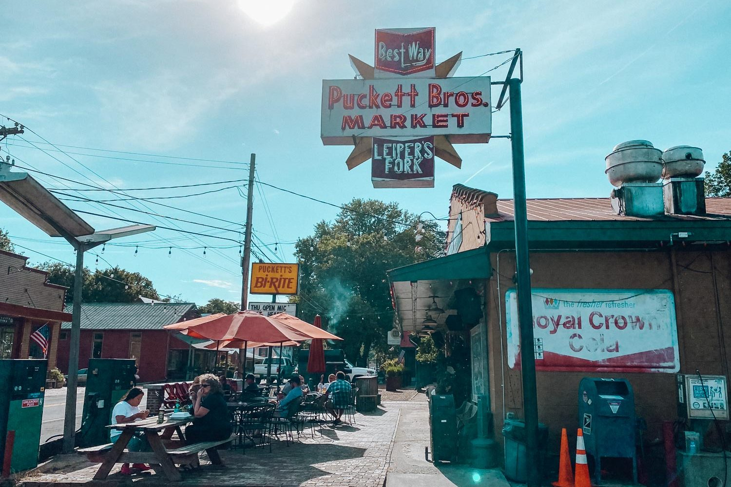 Puckett Bros Market in Leiper's Fork Tennesee, one of the fun things to do in the cute little town - bucket list travel