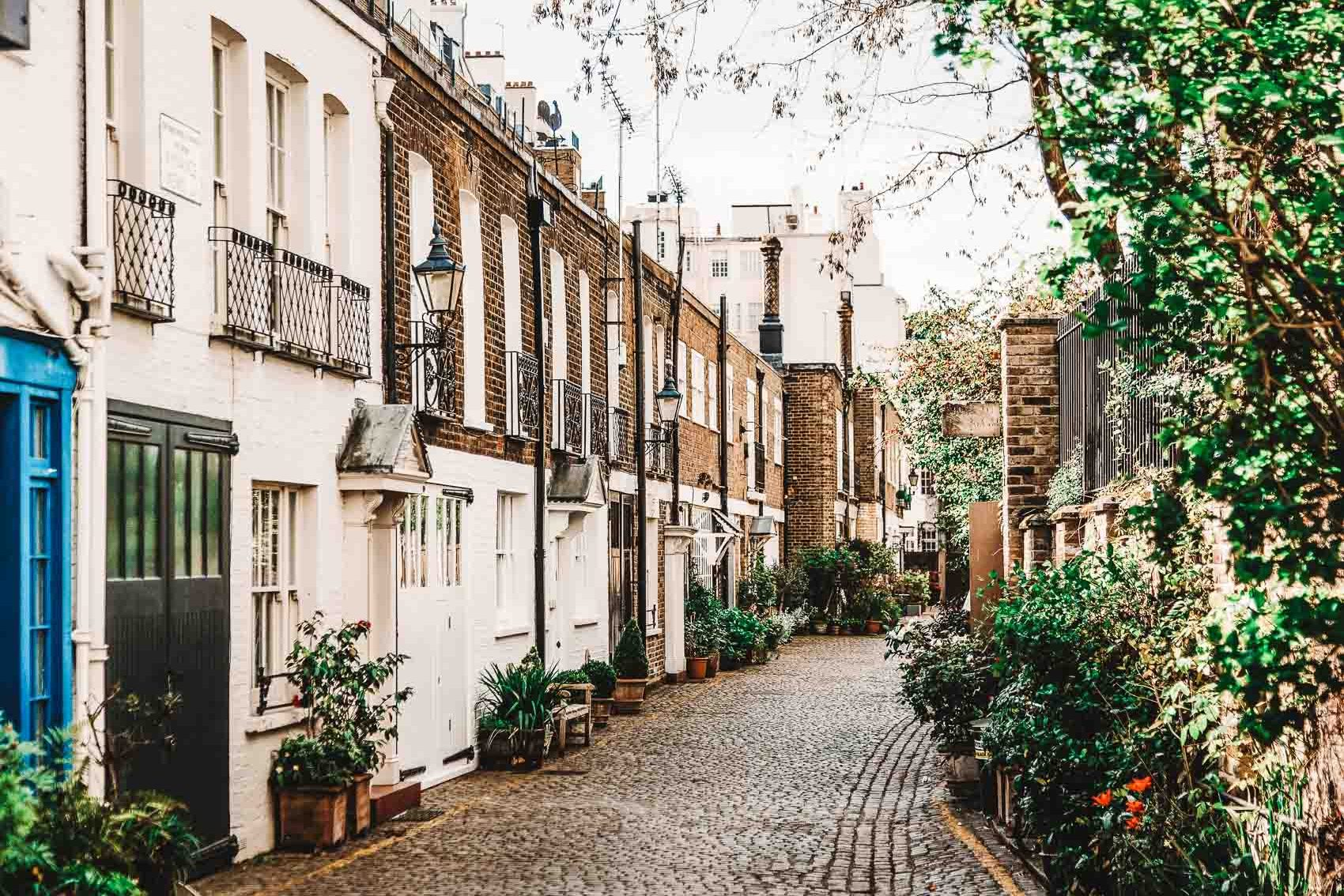 cobblestone street in South Kensington London - bucket list travel